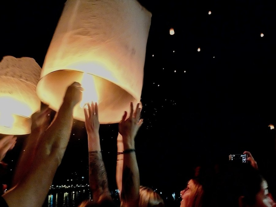 releasing lantern at chiang mai lantern festival
