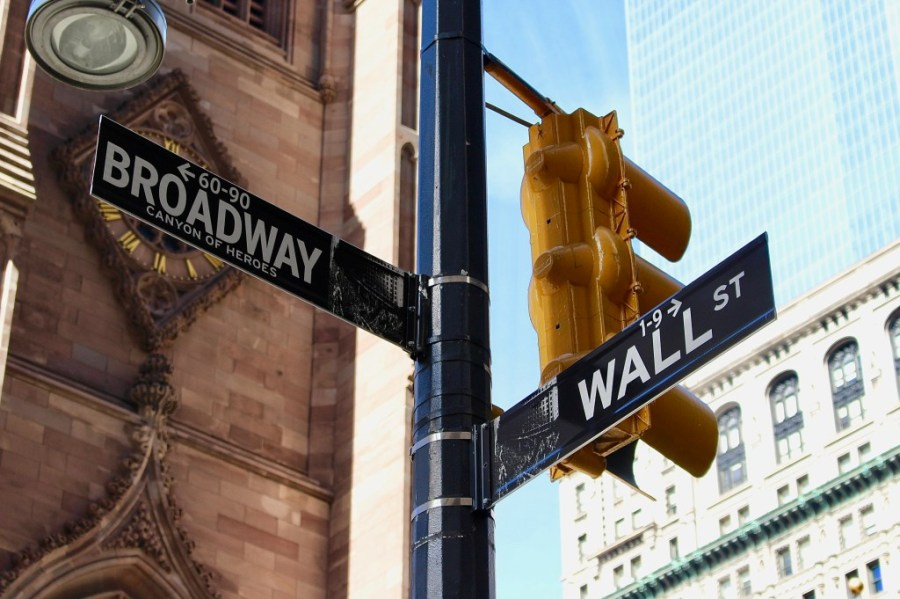 wall street and broadway intersection