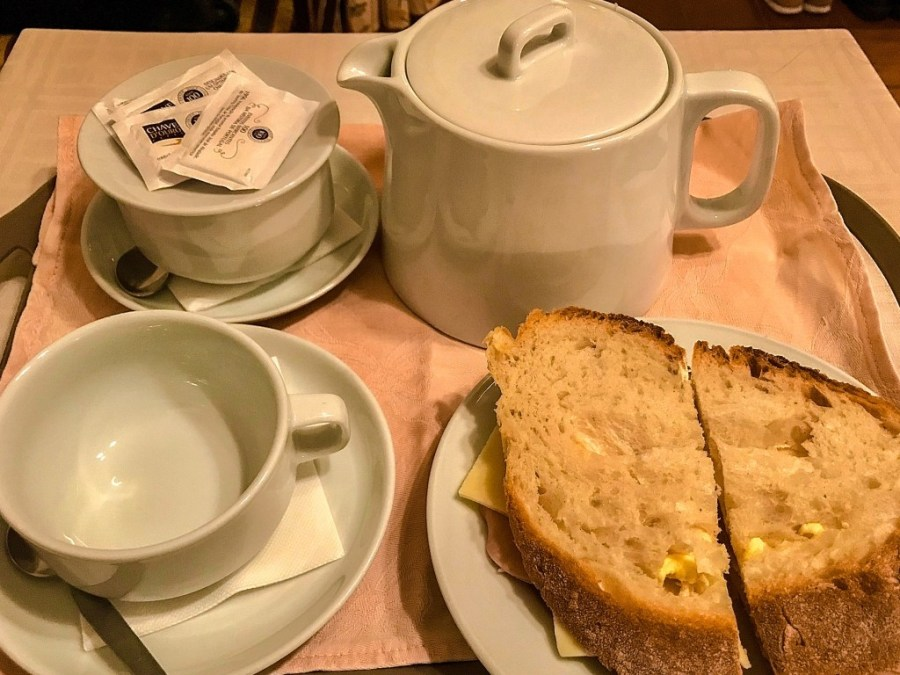 tea and sandwich room service