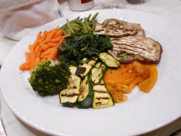 Gran buffet di verdura (vegan veggie plate) at La Feluca restaurant in Venice, Italy