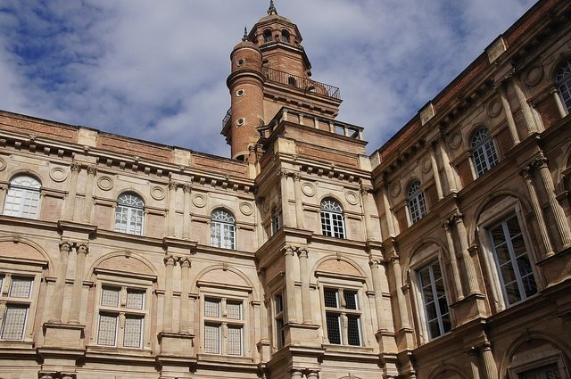 Vegan travel - Toulouse brick architecture3