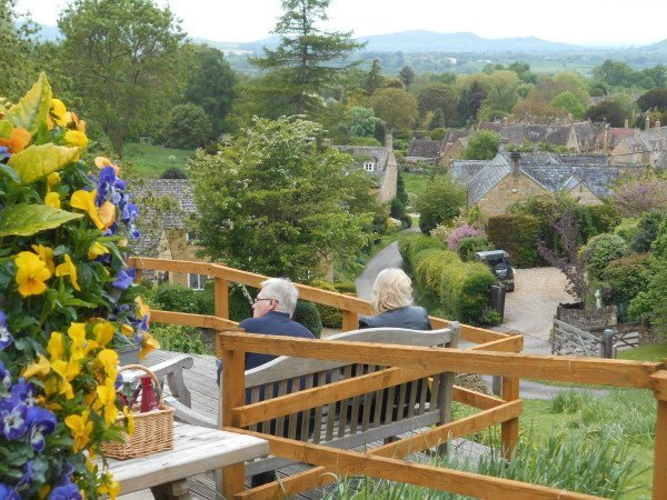 pub with a village view - vegan travel in the Cotswolds