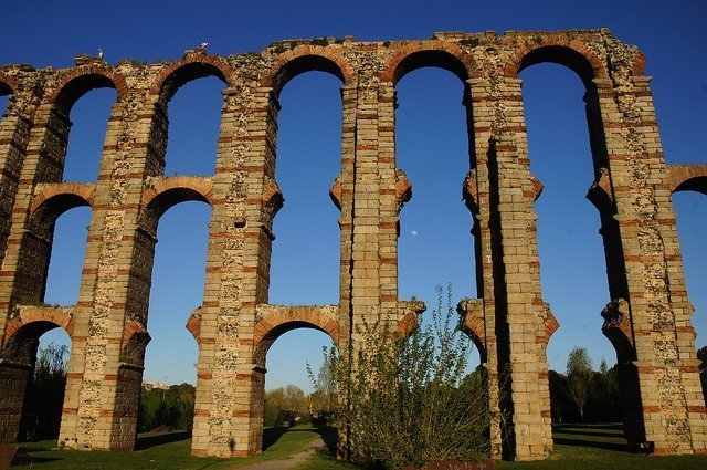 Vegan travel in Mérida - Roman aqueduct
