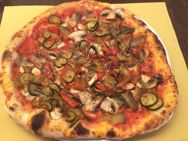Vegan pizza - Rome, Italy Origano