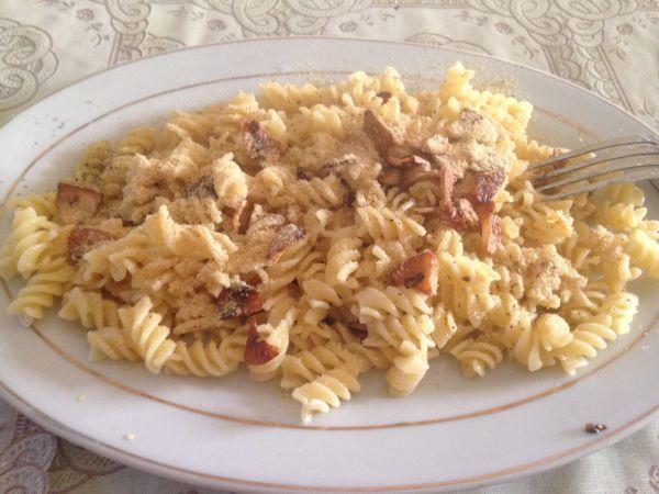 Easy pasta dinner - how to be vegan anywhere