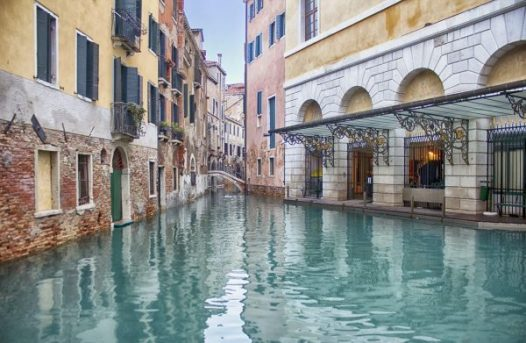 Venice canals - vegan tours of Italy