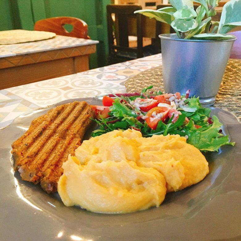 Dona Flor Cafe - vegan Lisbon restaurant