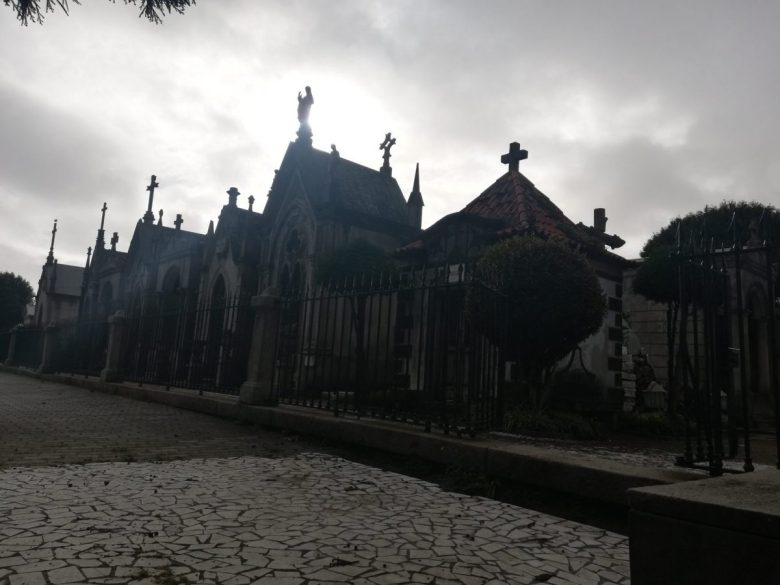 Rowling lived near this cemetery in Porto