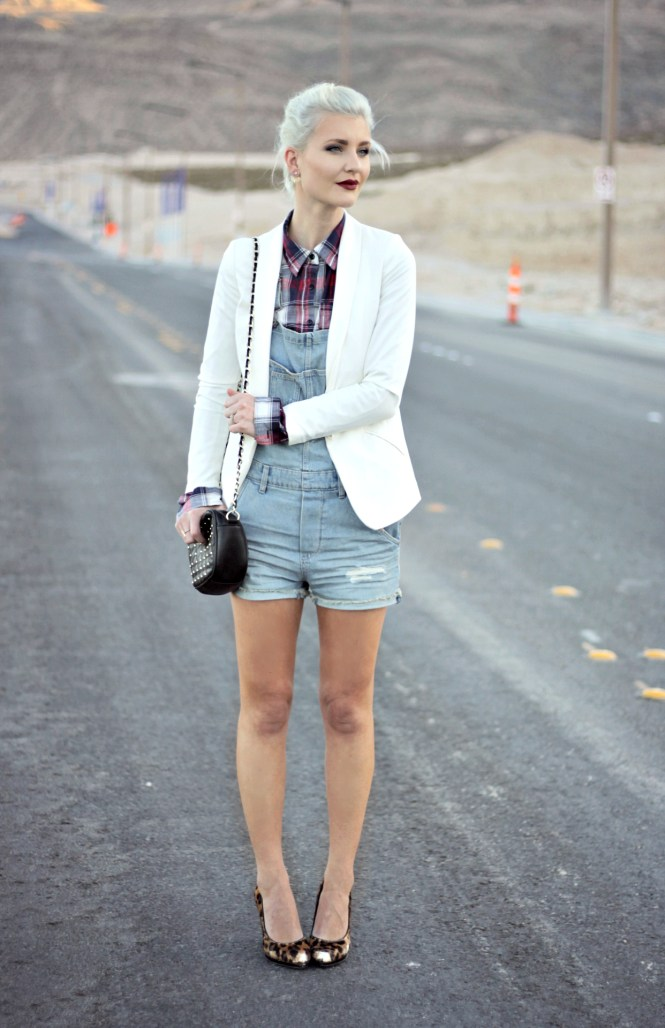 overalls-plaid-shirt-blazer-white-blazer-jacket-leopard-print-platinum-hair-las-vegas-fashion-blogger-lindsey-simon-2