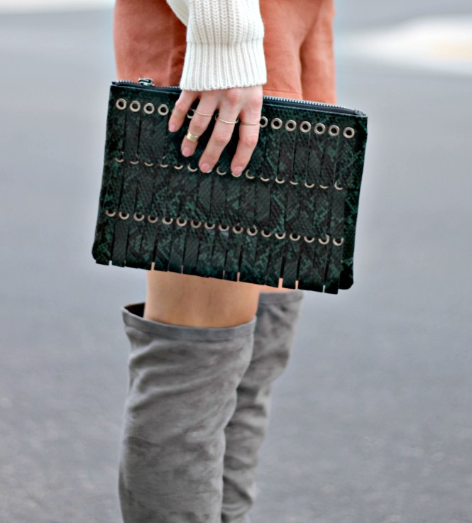 suede-shorts-slouchy-sweater-oversized-sweater-over-the-knee-boots-over-the-knee-gray-boots-grey-boots-las-vegas-fashion-blogger-lindsey-simon-the-nomis-niche-snakeskin-clutch-5