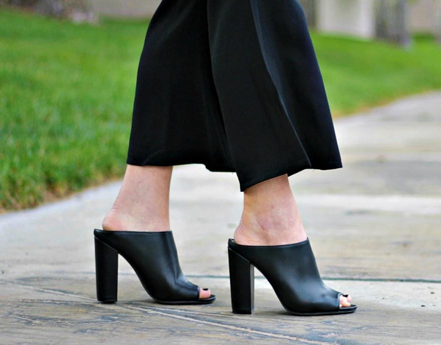 kick-flares-turtleneck-fall-fashion-mules-the-nomis-niche-lindsey-simon-las-vegas-fashion-blogger-9