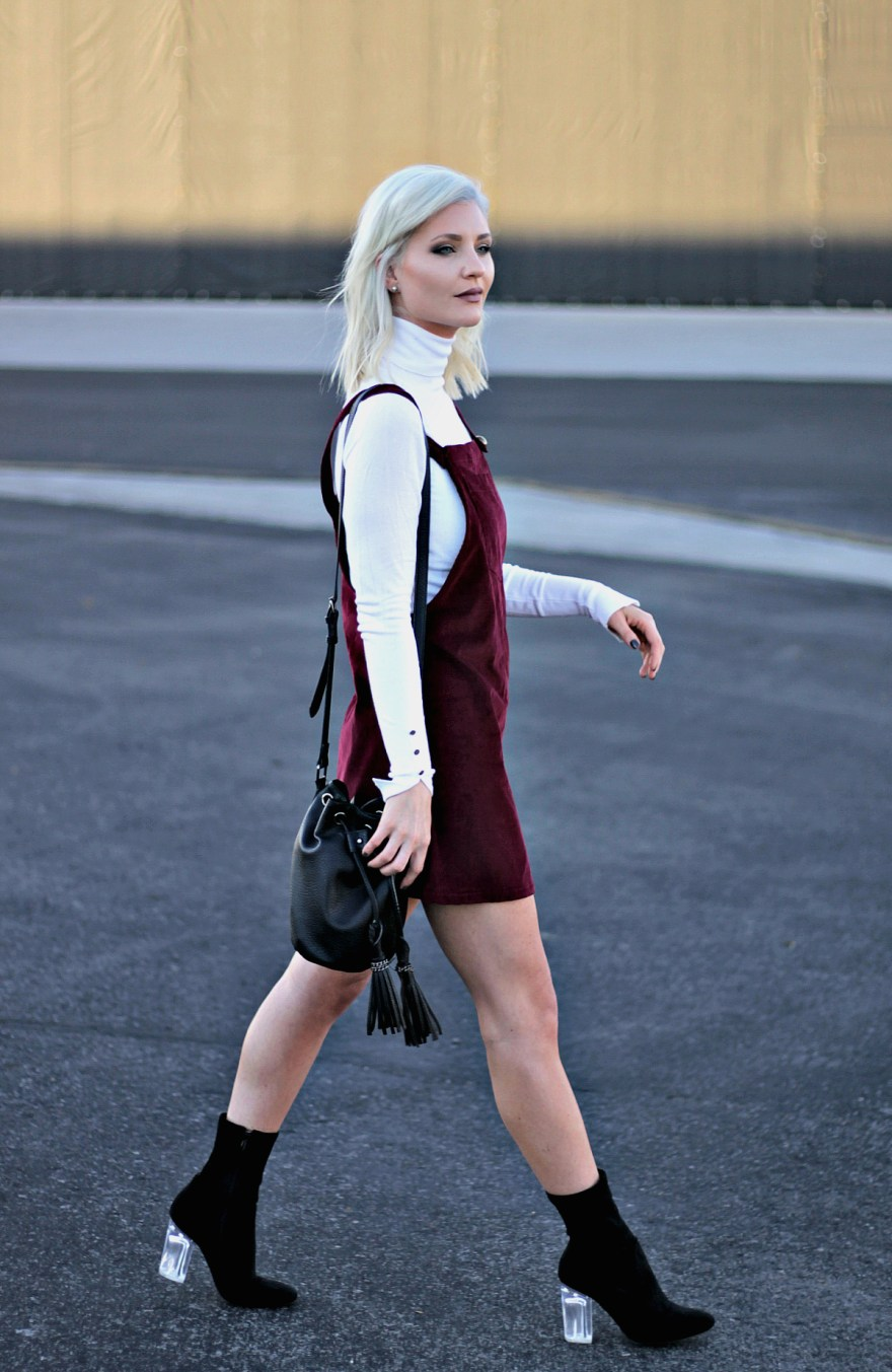 overall-dress-target-style-black-booties-fall-booties-bucket-bag-fall-style-the-nomis-niche-lindsey-simon-fashion-blogger-las-vegas-fashion-blogger-6