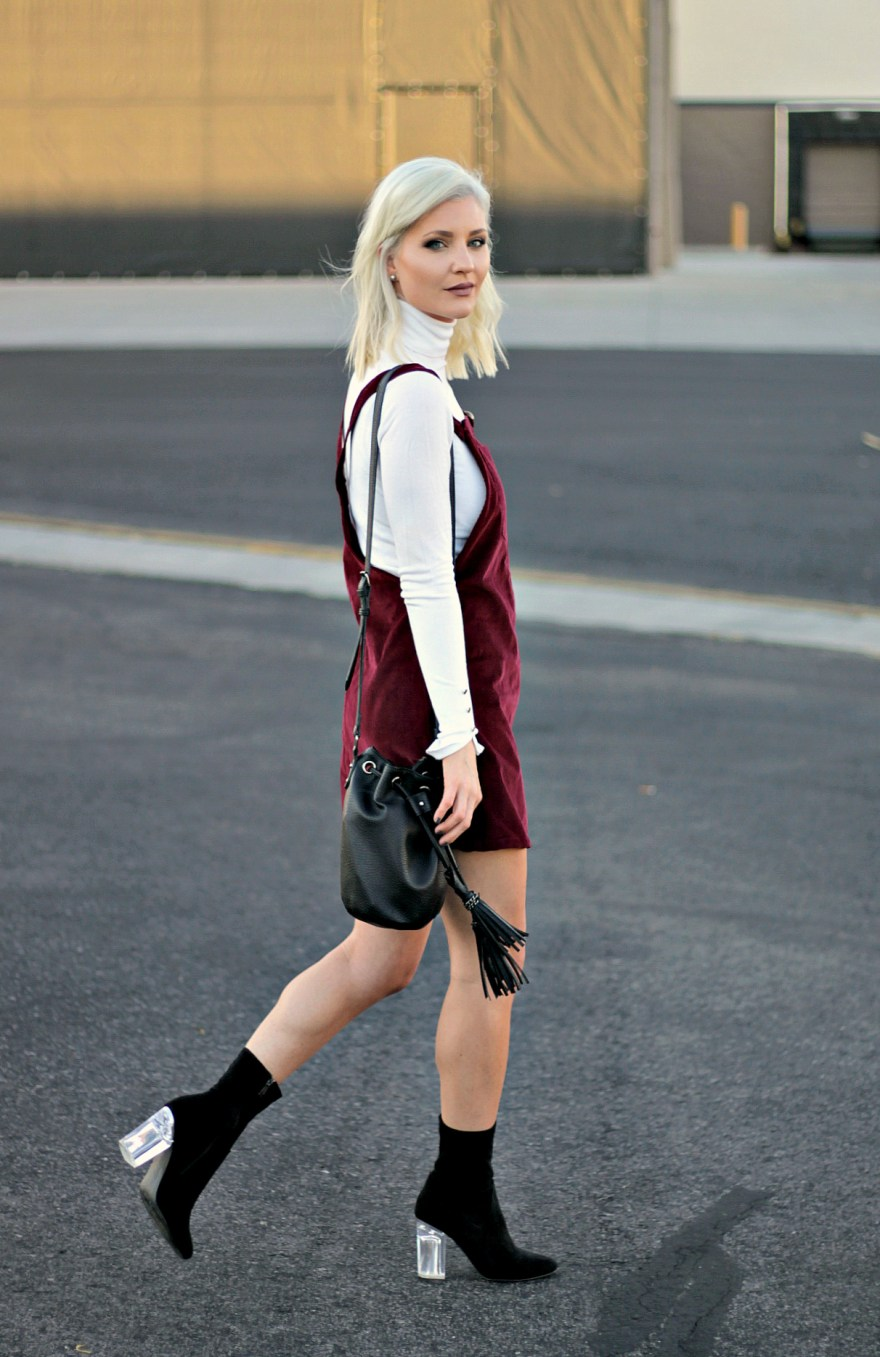 overall-dress-target-style-black-booties-fall-booties-bucket-bag-fall-style-the-nomis-niche-lindsey-simon-fashion-blogger-las-vegas-fashion-blogger-7