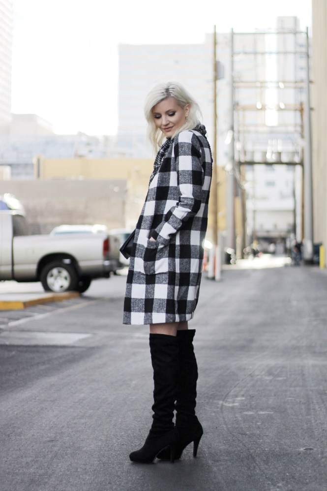 mixing prints, checkered coat, houndstooth, black and white outfit, winter style, winter fashion, fashion blogger, las vegas