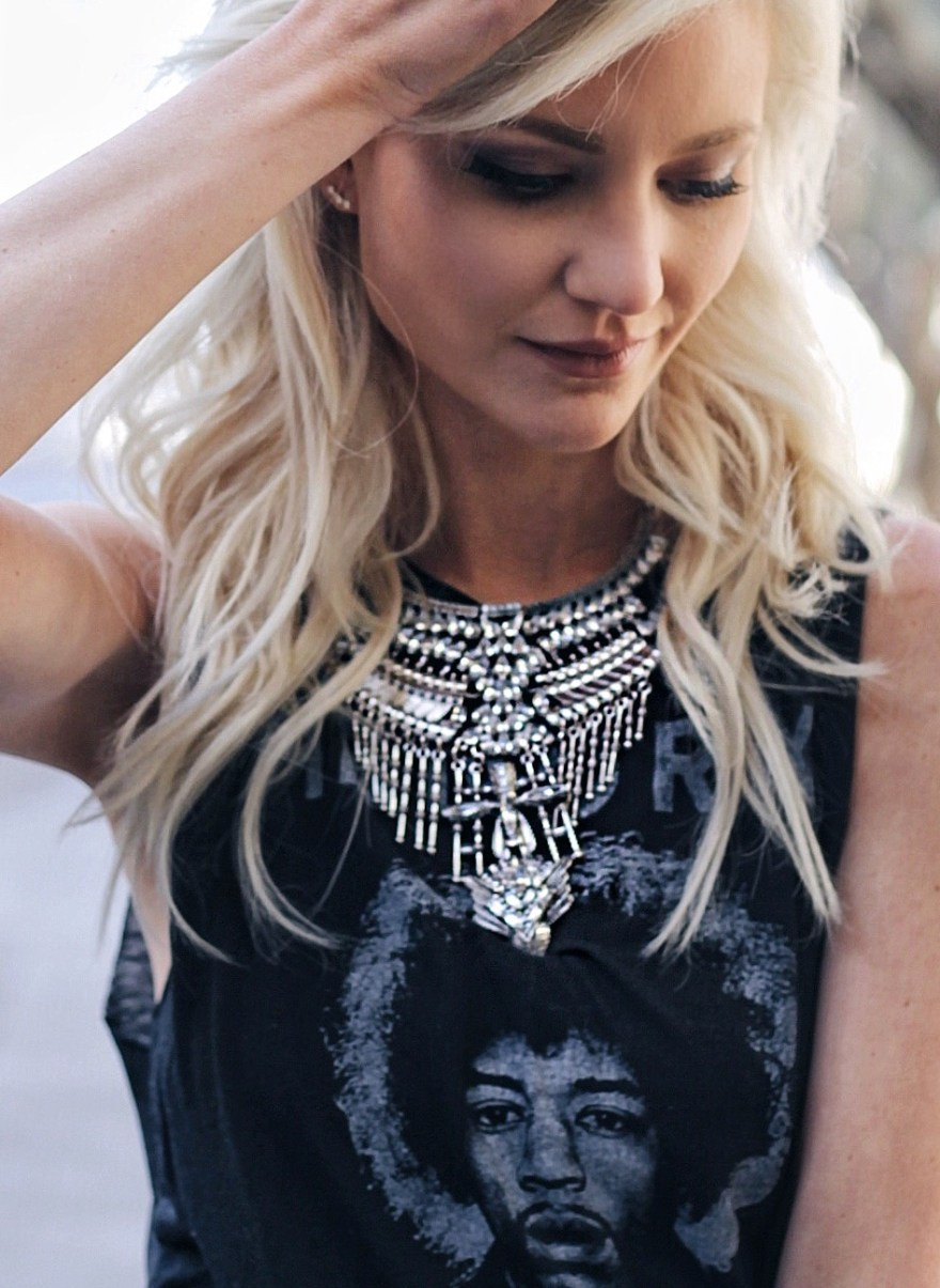 happiness boutique, statement necklace, boho necklace, spring style, summer style, what to wear, outfit, the nomis niche, las vegas, fashoin blogger, platinum blonde, lindsey simon