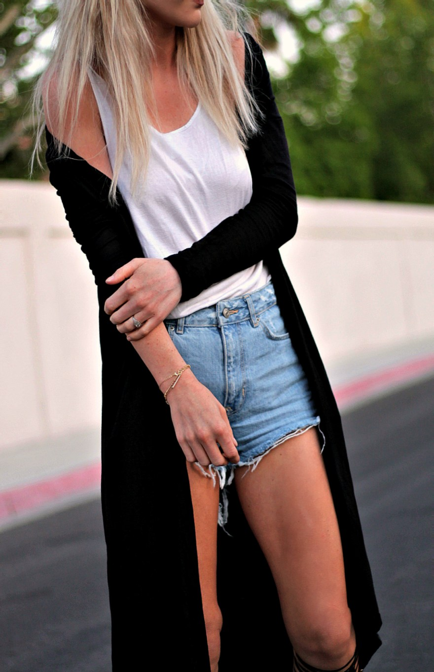 coachella, street, style, summer, spring, 2017, outfit, trend, long cardigan, kimono, robe, fashion, outfit, gladiator, sandals, denim, shorts, cutoffs, how, to wear, diy, blogger, platinum blonde, las vegas, california, the nomis niche, lindsey simon