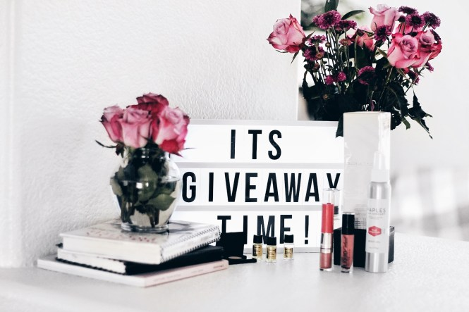 giveaway, contest, enter to win, fashion blogger, beauty blogger, beauty, makeup, skincare, skin routine, las Vegas blogger, selfie, the noms niche, lindsey simon