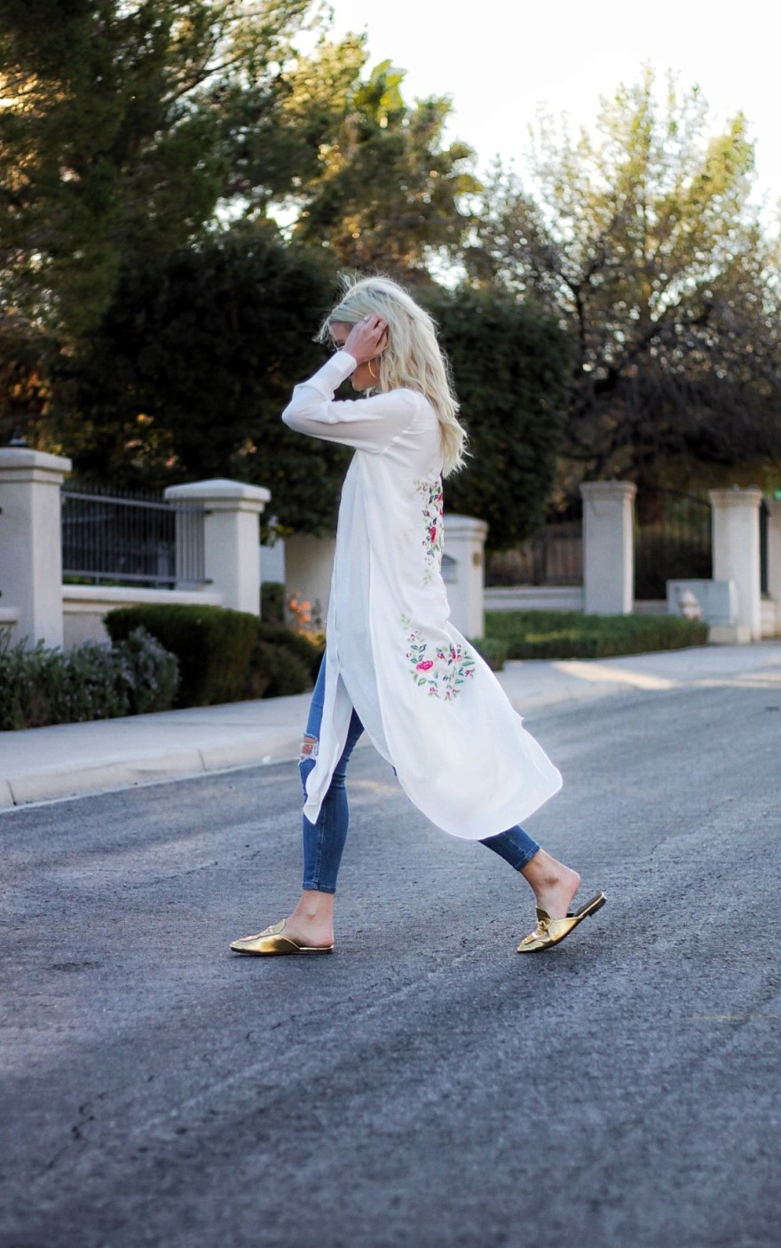 outfit roundup, 2017, 2018 style, fashion blogger, style blog, tunic, robe, mules, gold mules, ger, beauty blogger, blonde hair, Las Vegas blogger, Lindsey Simon, The Nomis Niche, street style, casual style, feminine style, edgy outfit, outfit inspiration, how to wear, outfit ideas,