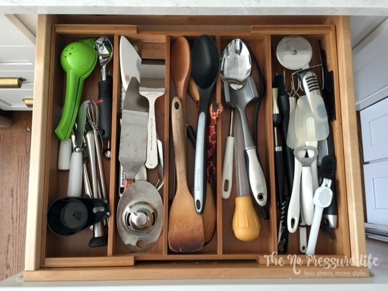 This expandable drawer organizer keeps all my kitchen utensils organized! Get it here: http://amzn.to/2o0sF8D (affiliate link)