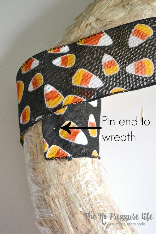 This modern Halloween wreath is an easy DIY fall craft, and is a kid-friendly Halloween decoration for your front door. Get the tutorial at thenopressurelife.com.