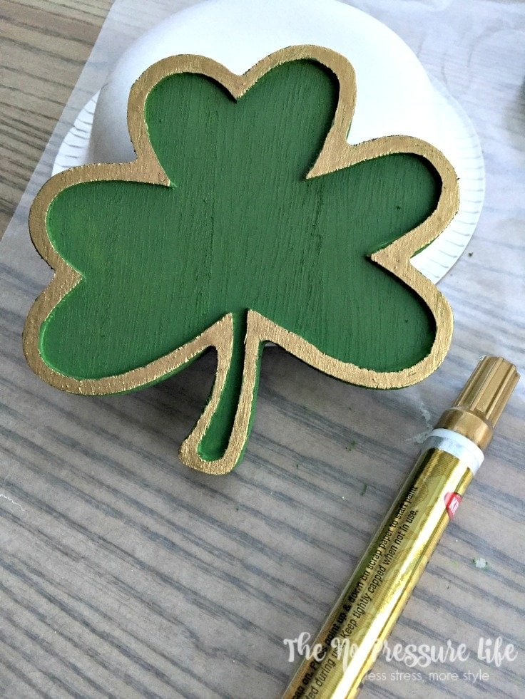 DIY St. Patrick's Day Wreath - Green and gold painted wood shamrock