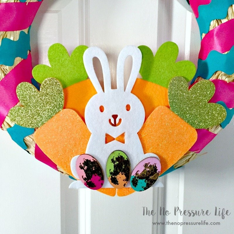 Easy and cute DIY Easter wreath with bunny and carrots