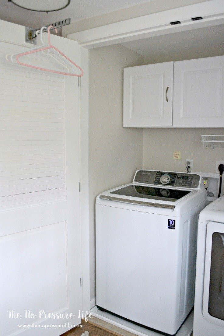 This laundry closet was so boring before! Check out this laundry closet makeover done in an afternoon.