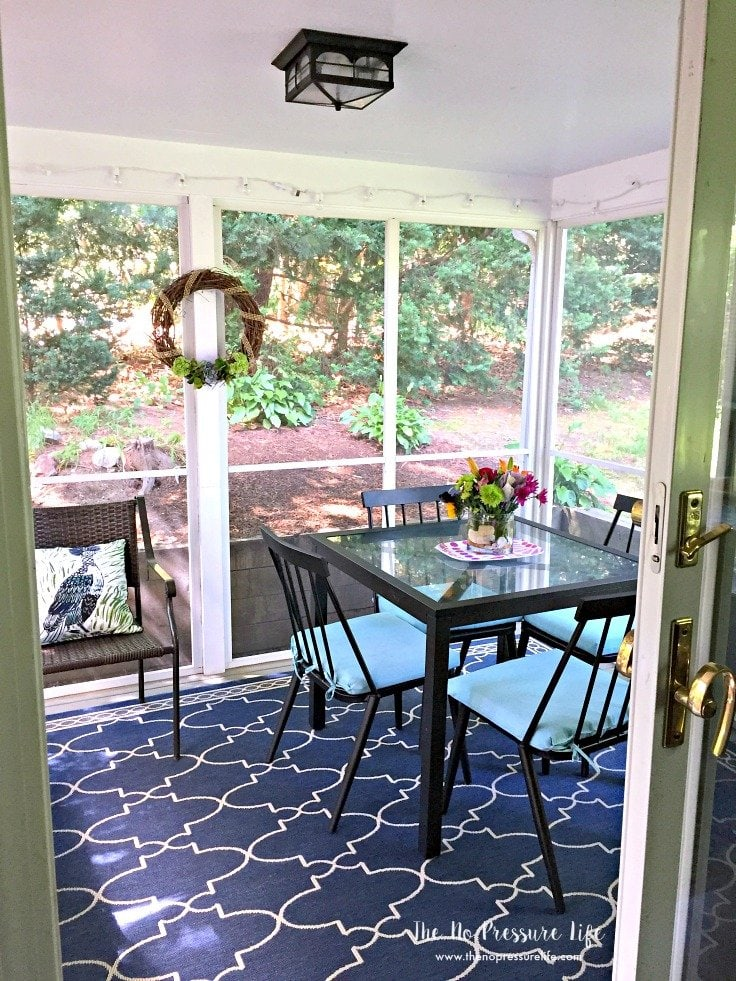 This small screened-in porch makeover is so budget-friendly.