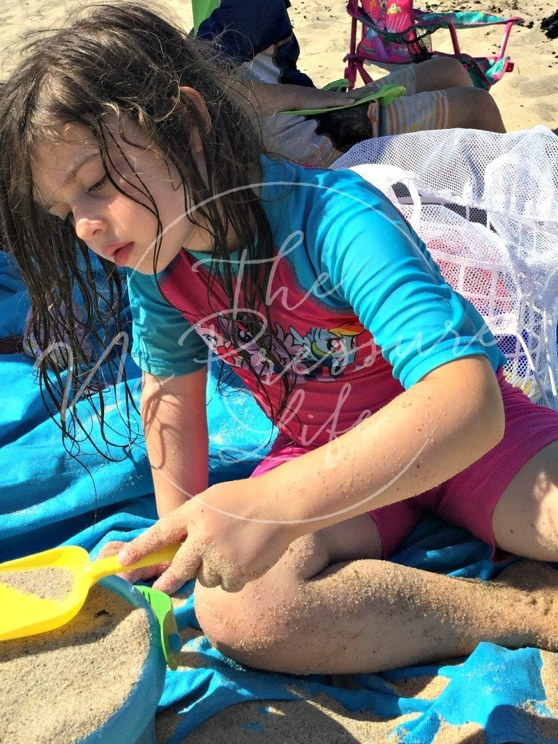What to bring to the beach - beach essentials for family trip