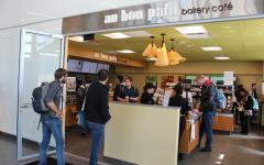Au Bon Pain opens with high praise