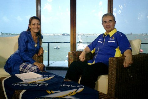 Interviewing former Prime Minister Tun Abdullah Ahmad Badawi for live international TV at the Monsoon Cup in 2007