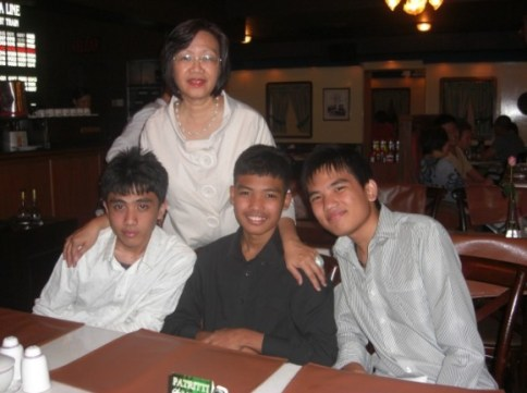 With her sons Azumin, Azemi and Aziman.