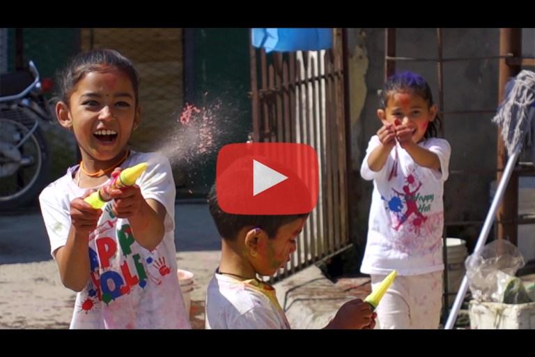Read more about the article Découverte du Népal (4/4) : Holi à Pokhara (Fête des Couleurs)
