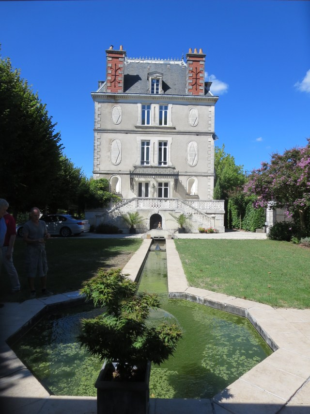 Fantastic water feature and 'the house on the river' in Saint-Astier. Quite a presence, wouldn't you say?