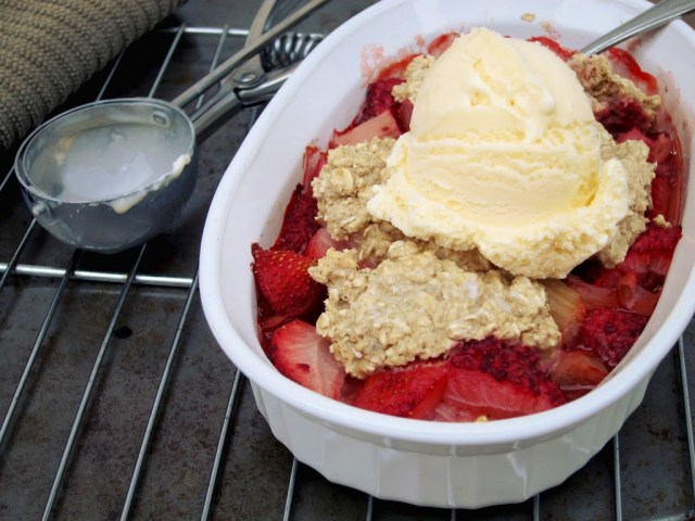 strawberry-rhubarb-cobbler-25284-2529
