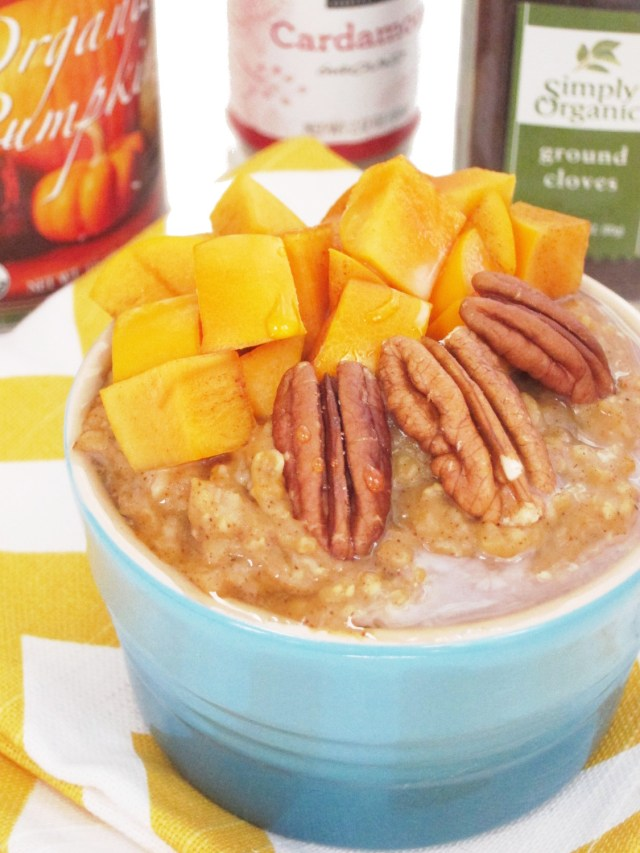 Chai-Spiced Pumpkin Oatmeal with Persimmon #oatmealartist
