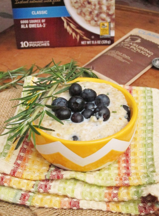 Lemon Berry Rosemary Oatmeal by the #oatmealartist #vegan #betteroats