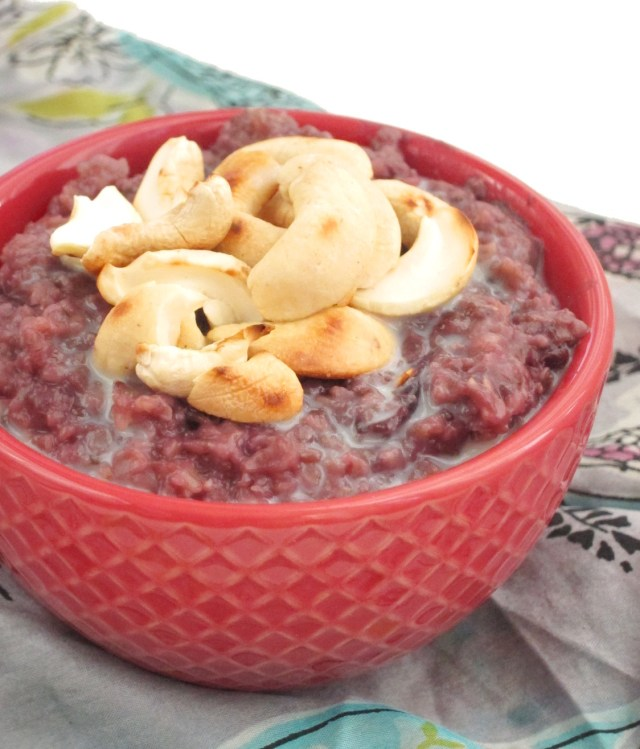 Cherry Cashew Oatmeal by the #OatmealArtist #vegan