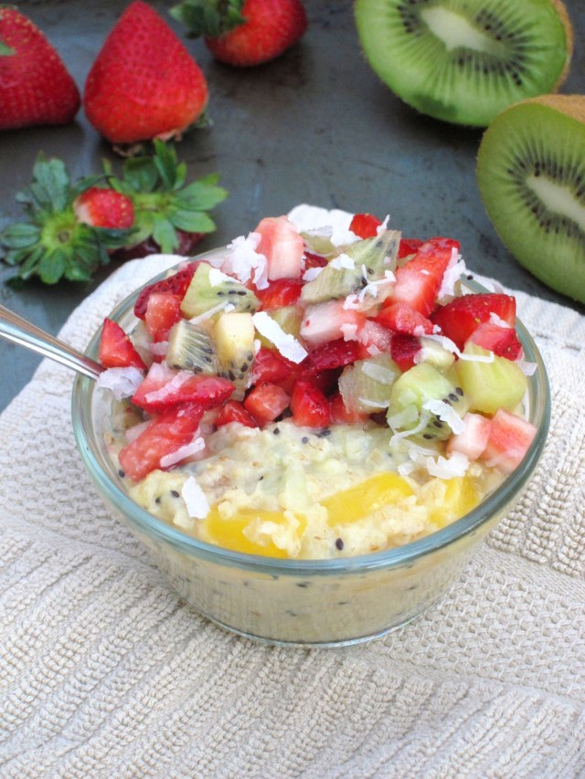 Mango-Kiwi Oatmeal with Strawberry-Kiwi-Coconut Relish #vegan #oatmealartist