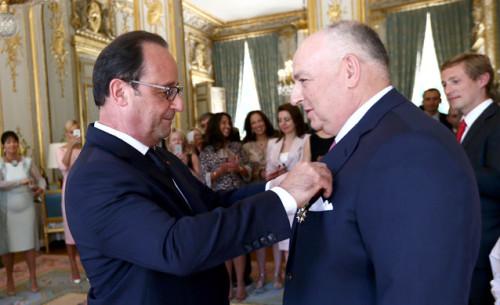 Humble Moshe Kantor is honoured by François Hollande