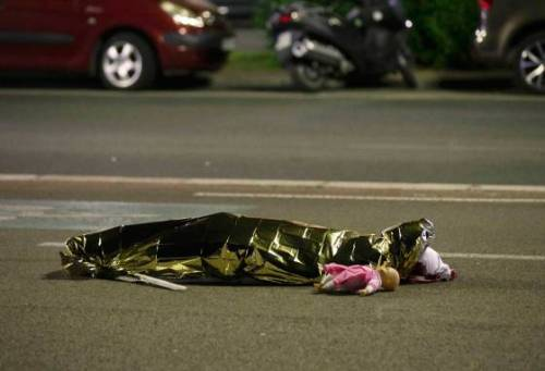 ATTENTION EDITORS - VISUAL COVERAGE OF SCENES OF INJURY OR DEATH - A body is seen on the ground July 15, 2016 after at least 30 people were killed in Nice, France, when a truck ran into a crowd celebrating the Bastille Day national holiday July 14. REUTERS/Eric Gaillard REUTERS/Eric Gaillard