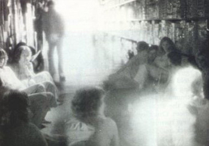 Do You Believe in Ghosts? 25 of the Most Convincing Paranormal Pictures Ever Taken