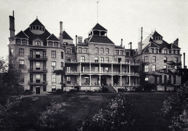 5 Haunted Horror Hotels with Grisly and Mysterious Pasts