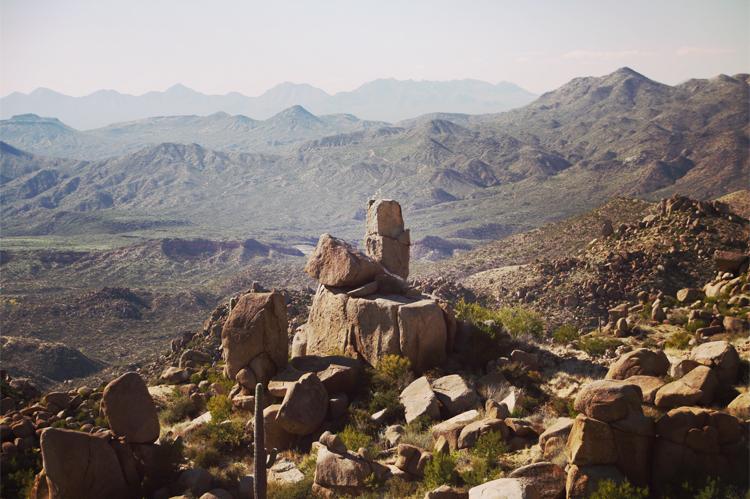 Montagne de mystère: folklore et disparitions documentées dans les montagnes de la superstition