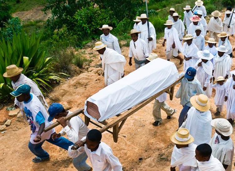 Enterré vivant: 7 personnes qui ont été déclarées à tort mortes