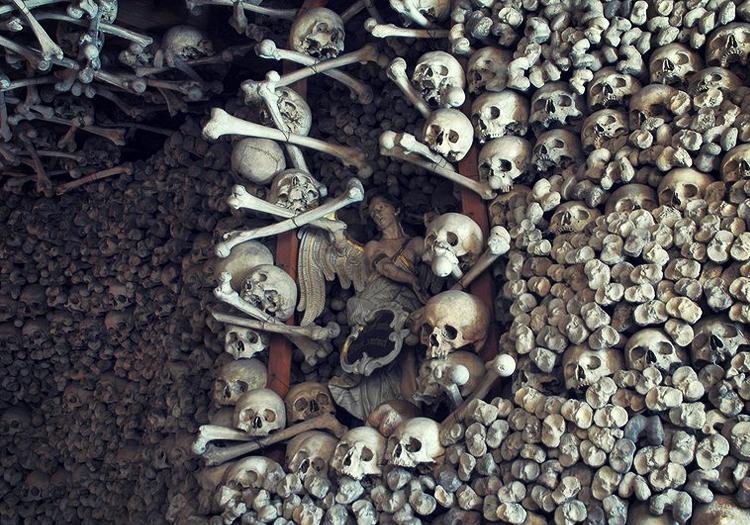 Chapelle des crânes: à l'intérieur de Kaplica Czaszek, l'église faite d'os humains