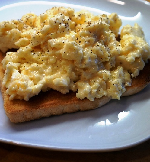 Microwave Scrambled Eggs – how to cook eggs in the microwave (with a secret ingredient!)