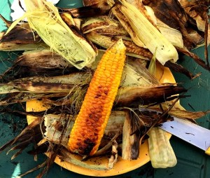BBQ Sweetcorn - corn on the cob cooked on the coalsCooking corn on the cob straight on the coals by Theo Michaels | BBQ Sweetcorn