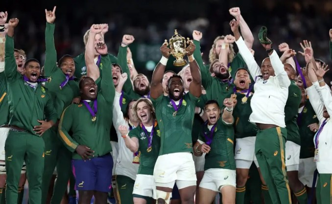South Africa captain Siya Kolisi lifts the Rugby World Cup trophy following victory over England. Image: Fotosport/Steve Haag