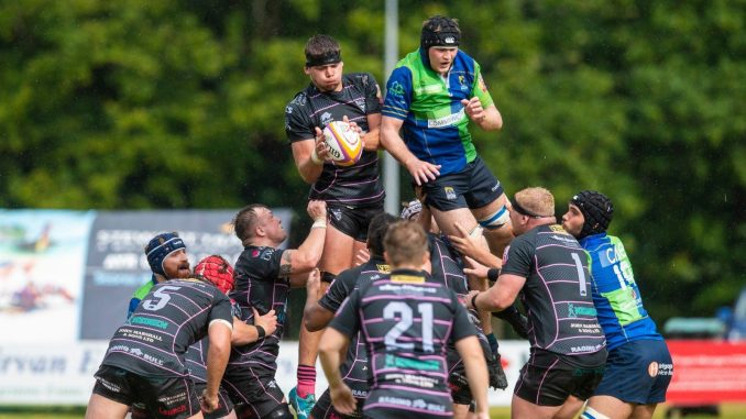 Ayrshire Bulls second-row Ed Bloodsworth collects line-out ball against Boroughmuir Bears. Image courtesy: SNS / Scottish Rugby